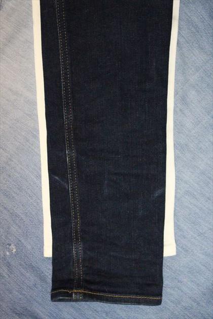 チープマンデースキニーパンツとUNIQLOスキニーフィットテーパードジーンズの太さの違い