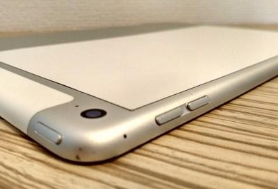 iPad 外付けキーボード bluetooth 角度 調節 マグネット 無段階 belkin Ultimate Pro