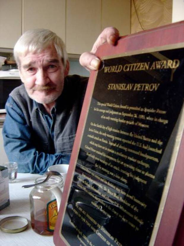 https://www.pressenza.com/wp-content/uploads/2015/10/Stanislav-Petrov-World-Citizen-Award-450x600.jpg
