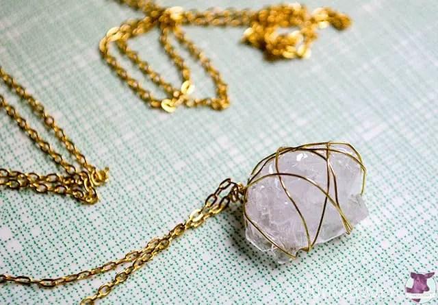 Kristalle züchten und Schmuck daraus basteln