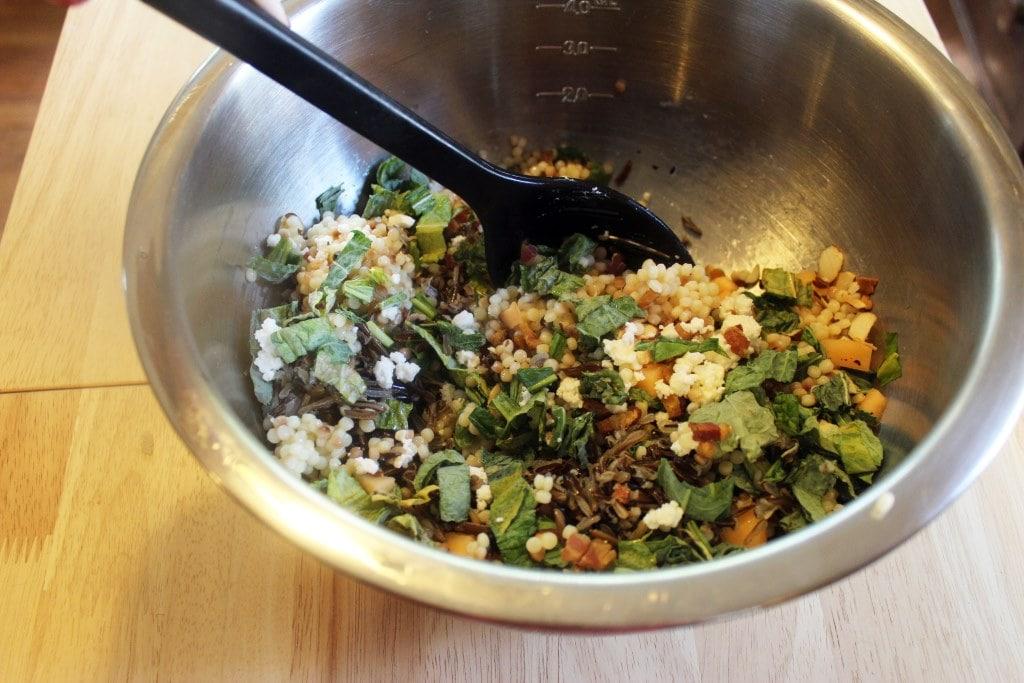 Stir salad together