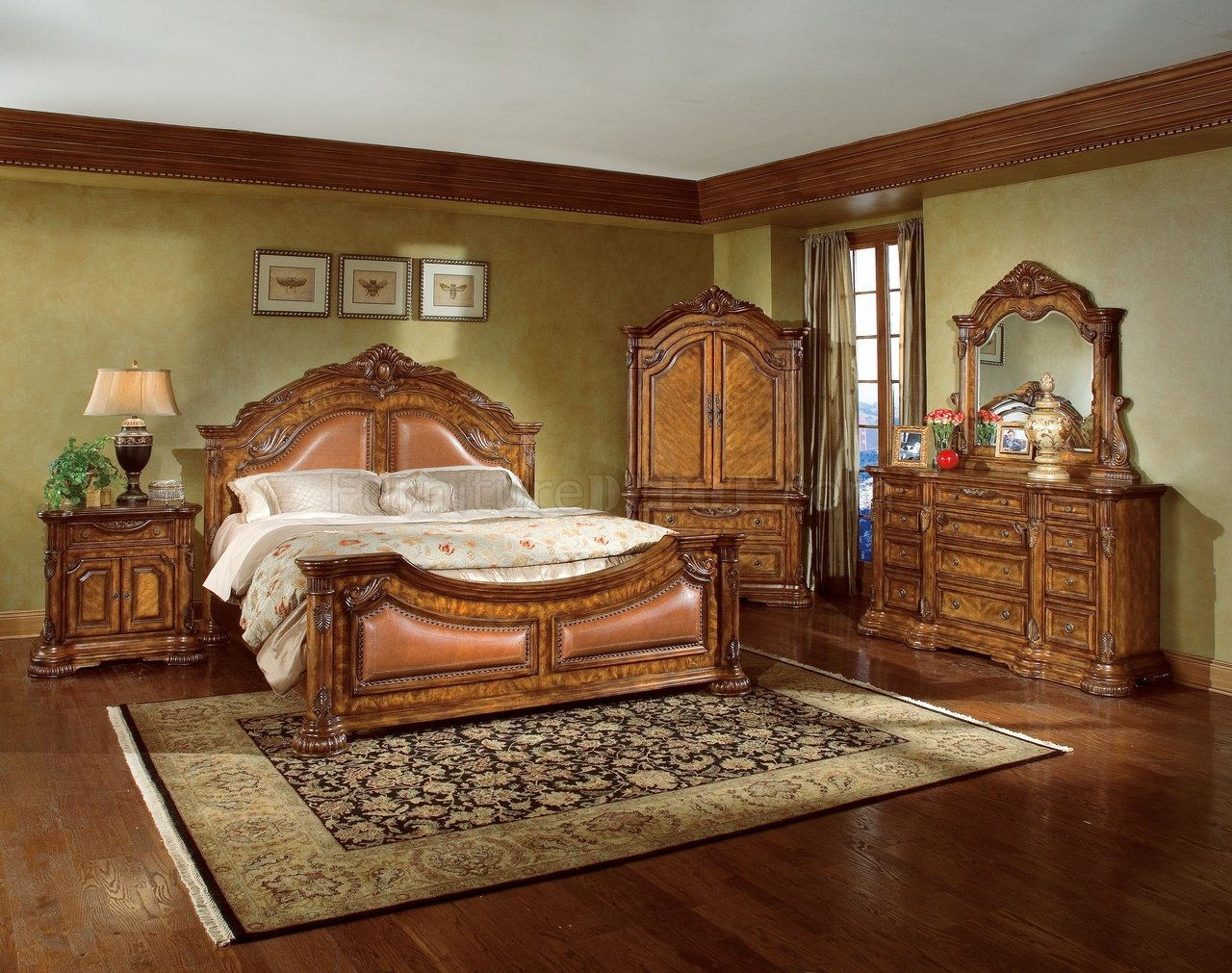 Traditional Bedroom Natural Wood Finish Elegant Traditional Bedroom W/hand