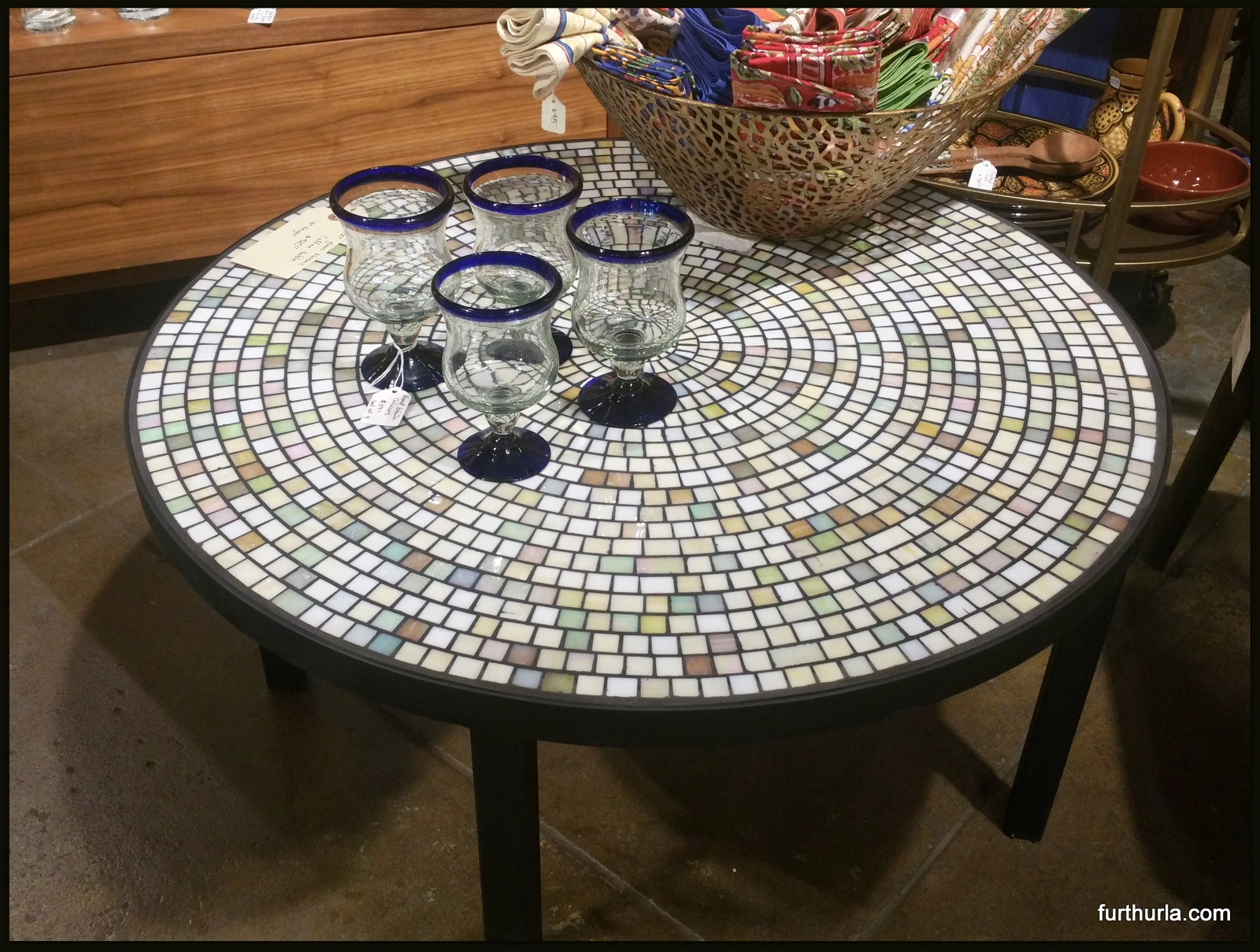 28 round coffee table