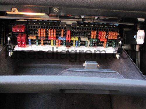bmw 318i fuse box location