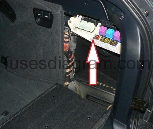 e53 fuse box location