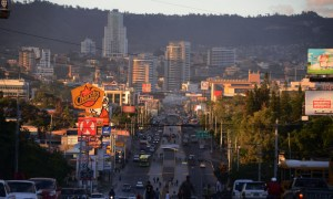 View of Tegucigalpa during sunset on January 16, 2015.      AFP PHOTO/Orlando SIERRA