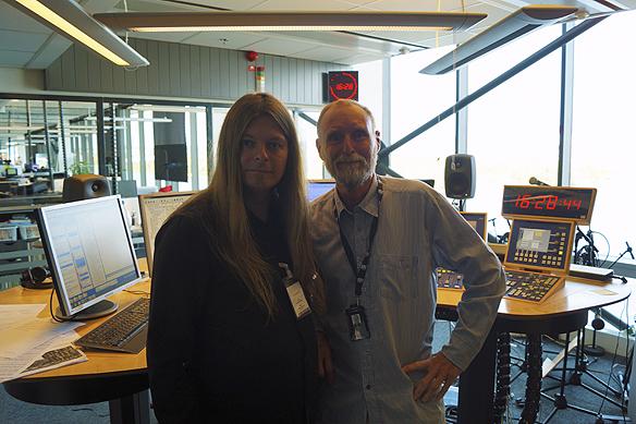 Peter Ahlborg tillsammans med programledaren Peter Stenberg - strax efter att han medverkat i Eftermiddag i P4 Göteborg. Foto: Simon Rissvik/SR