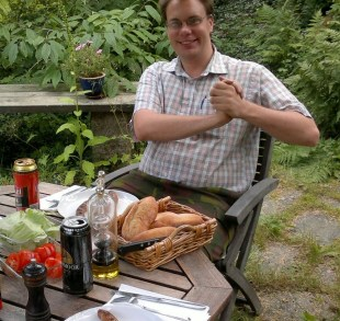 Johan lillhannus (Jekku). Ansvarig fyrverkare, designar fyrverkerier, fixar allt