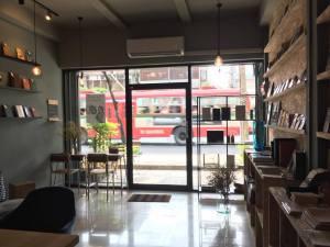 Books&Belongings cafe7