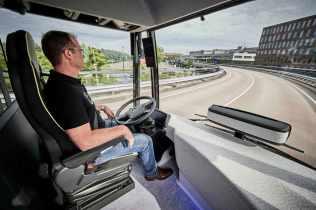 2016-mercedes-benz-future-bus-28