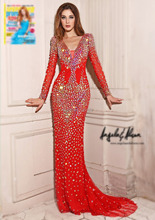 Vestido vermelho longo customizado com cristais