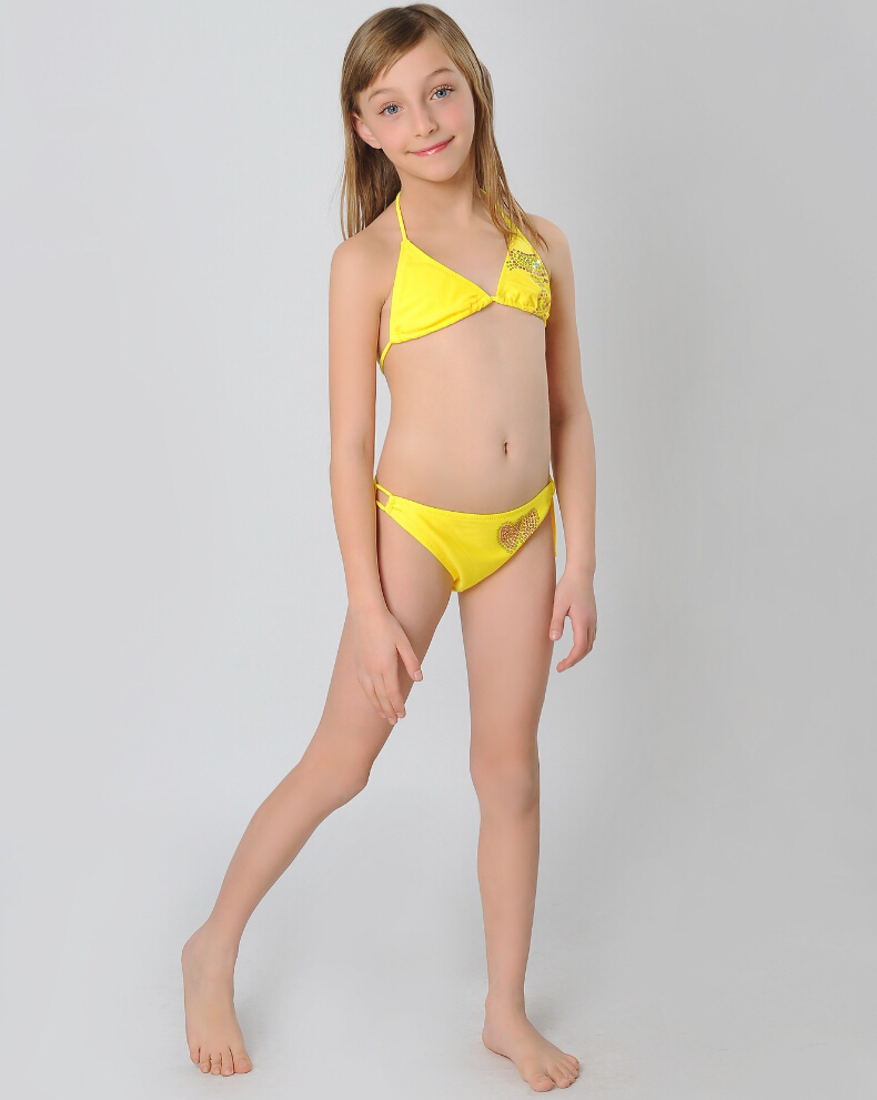 Hula Girl Wallpaper Little Girl In Swimsuit Images Usseek Com