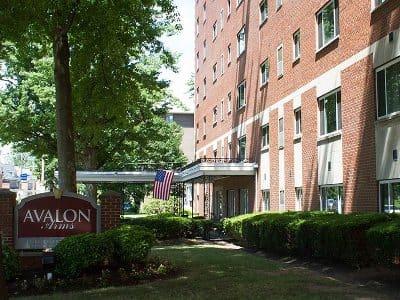Avalon Apartments near the Bellevue Shopping District near Bellevue