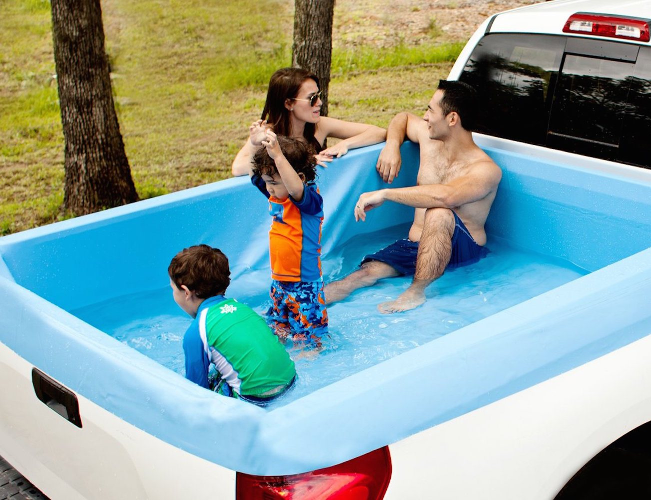 Zwembad Bed Pickup Pools A Truck Bed Swimming Pool Gadget Flow