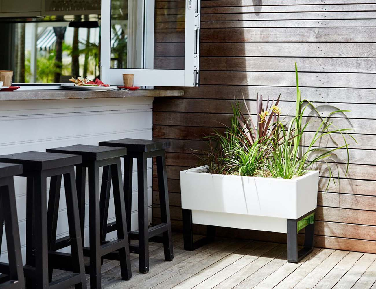 Self Watering Outdoor Planters Urban Garden Self Watering Planter Gadget Flow