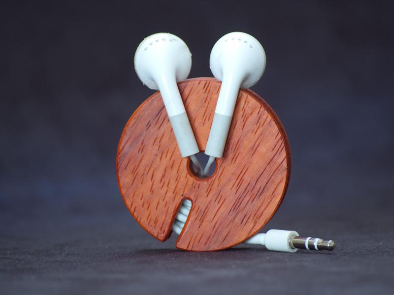 Bowers Wilkens Wooden Earphone Cord Organizer | Gadgetsin