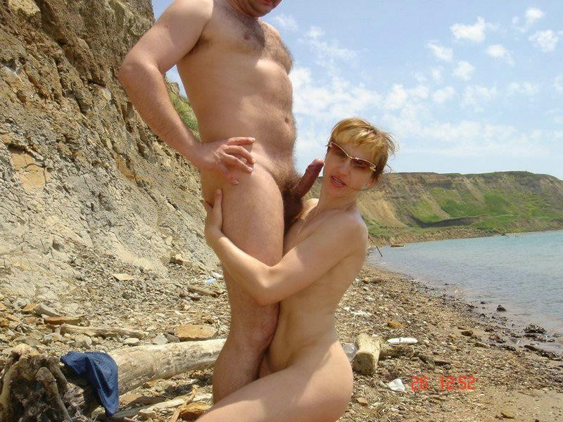 mother daughter nude sunbathing
