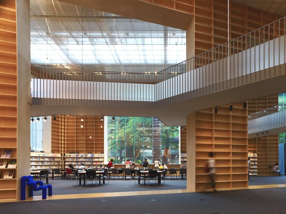 Дизайн Университета искусств Мусасино и токийской библиотеки