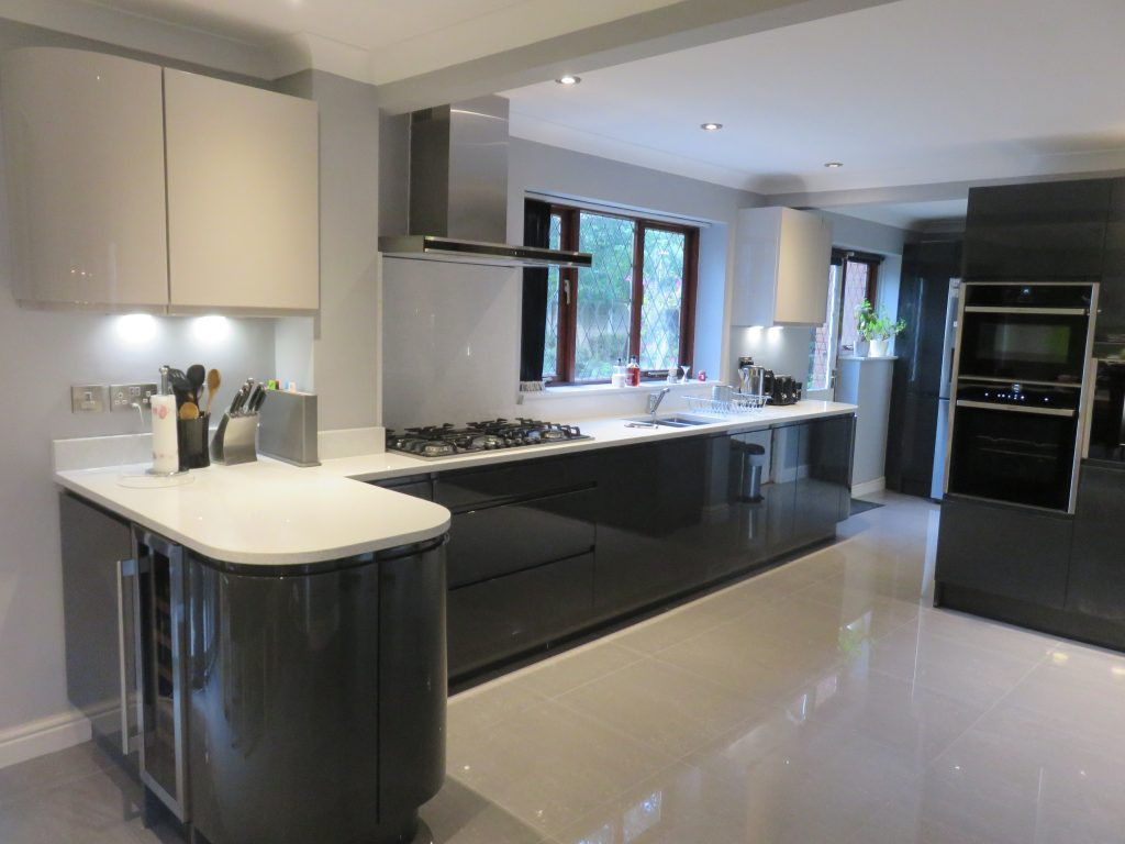 Houzz Lighting Gloss Anthracite & Cashmere Handle-less Kitchen In