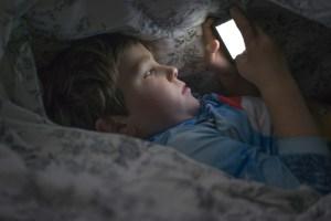 Handy / Smartphone nachts im Zimmer? Warum schädlich?