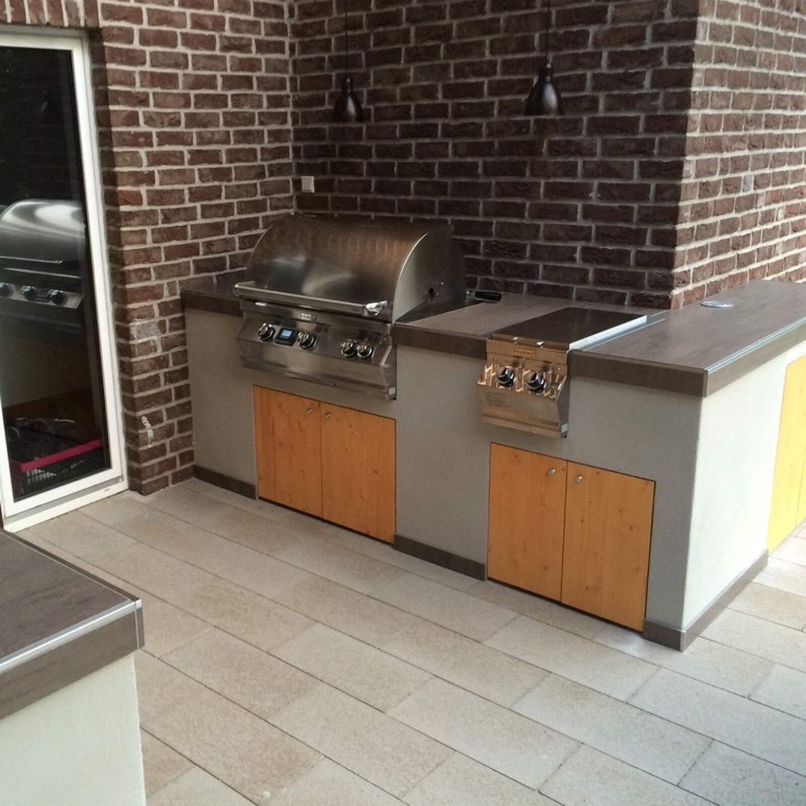 Moderne Outdoorküche Mit Fire Magic Gasgrill