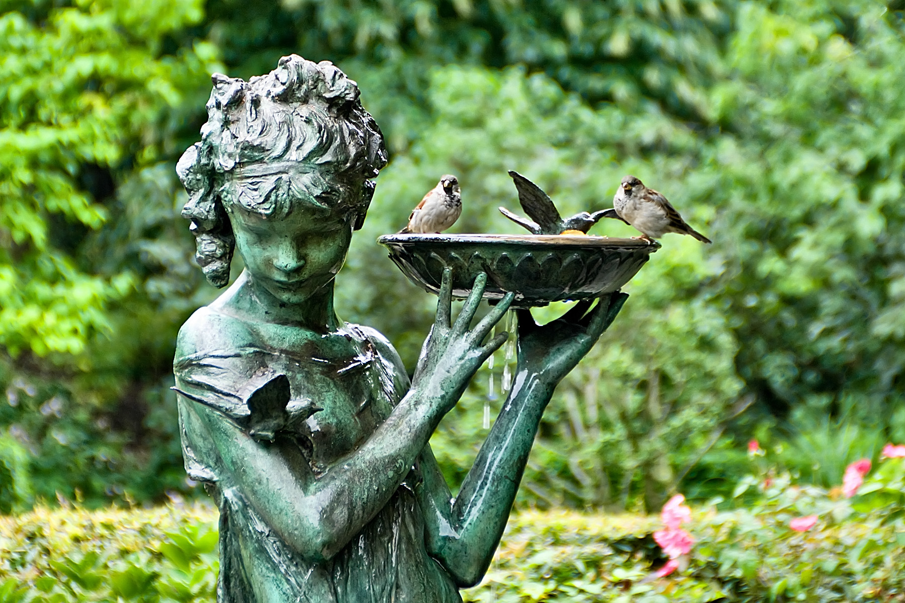 Statues For The Garden How To Use Statues And Sculptures To Make Your Garden