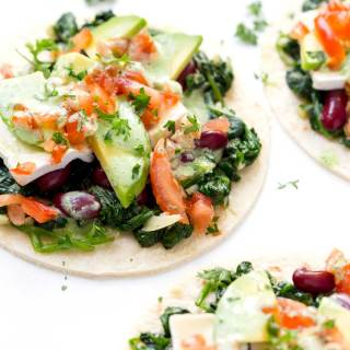 Delicious, 15min Kidney Beans and Garlic Spinach Tacos recipe is full of vital nutrients - quick and easy, healthy lunch choice.