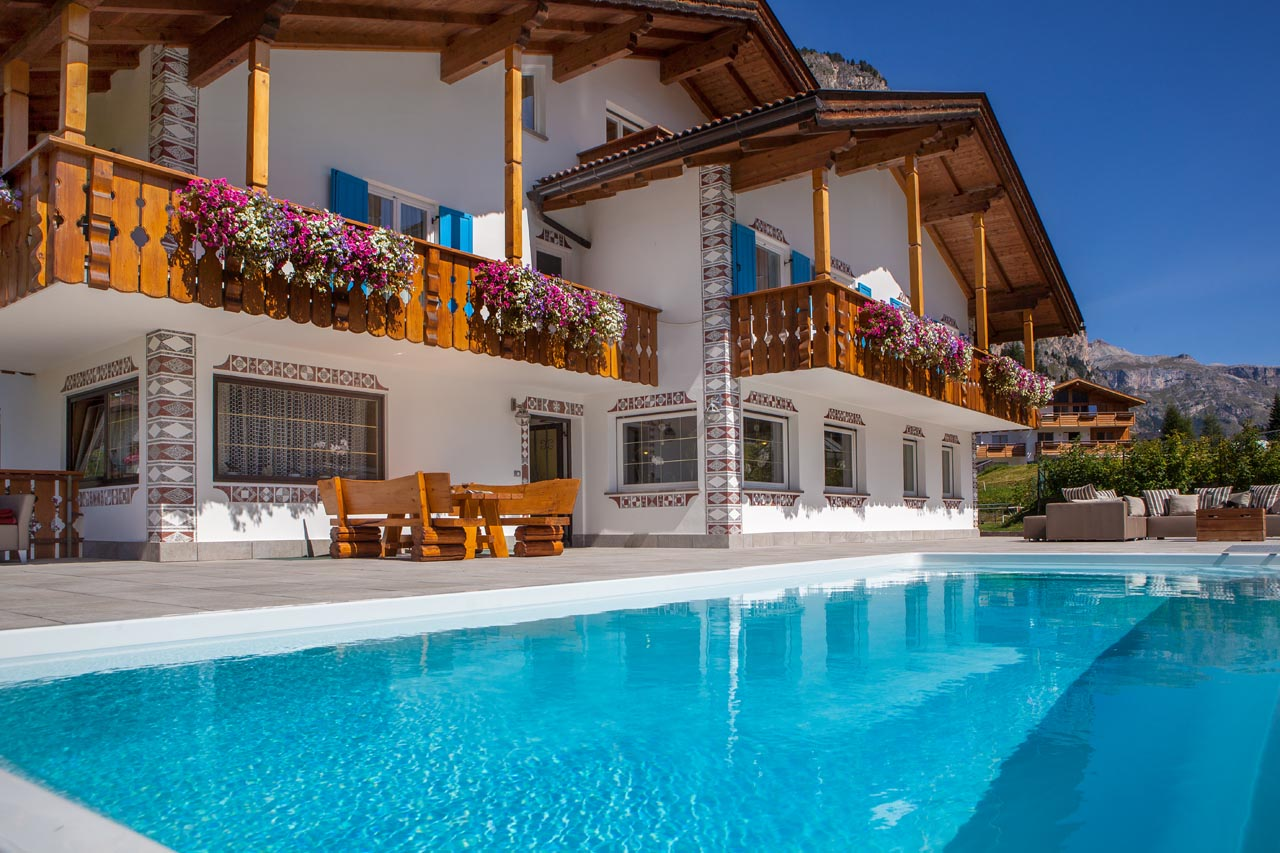 Pool Garten Winter Swimming Pool And Garden Garni Petra In Selva Val Gardena Dolomites