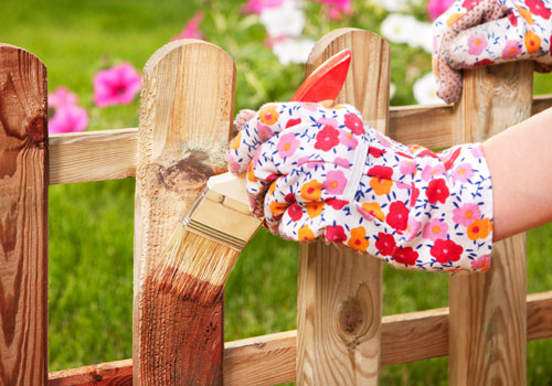 Gartenzaun streichen den garten neu einrahmen garten for Garten steine streichen