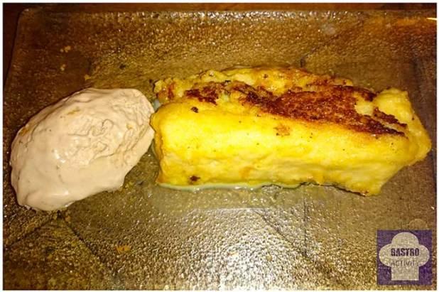 Torrija caramelizada con helado de turrón