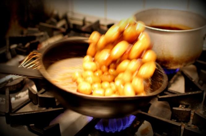 Sådan svinger man brunede kartofler rundt - Like a Boss!
