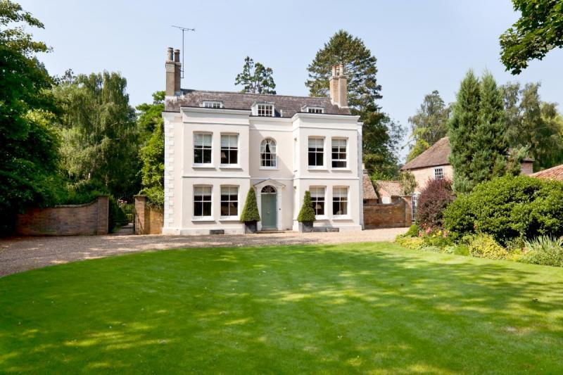 luxury-british-country-mansion-property-for-sale-in-uk-under-2 - house sale contract