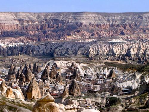 Amazing Landmarks: Rock Houses - Cappadocia, Turkey