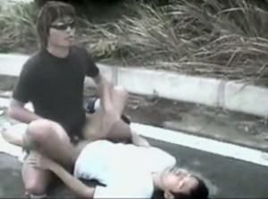 【ゲイ動画】昼でも夜でもフェラやアナルセックスをするのはいつも屋外で…スリ筋タイプの男子が青姦で、そして時には3Pで男たちの性のはけ口にされて犯される!