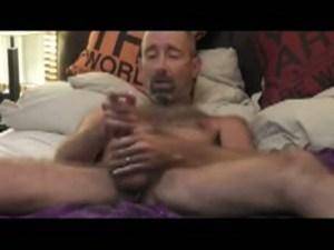 【ゲイ動画】亀頭にピアスをしている胸毛もっさりのクマ系外国人が魅せるヨガとオナニー!どんなに厳しい修行をしていても、ペニスから繰り出される性欲にはかなわなかった!?
