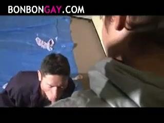 【ゲイ動画】どんなに強くても、どんなに威張っていても、射精やアナルセックスでマウント取れればすべてOK!?ペニスを勃起させて恥ずかしいエッチな脅し要素で立場逆転!