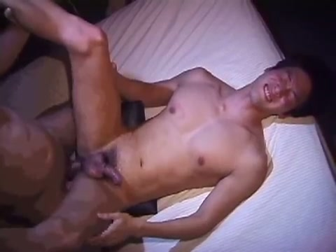 【ゲイ動画】ジャニーズ系のイケメン男子は筋肉ボディでモロ感ペニスが電マの刺激でフル勃起!アナルをガン掘りされながら激しくしごかれてアヘ顔晒しながらザーメンを…!