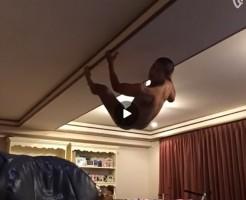 【Vine動画】修行の成果を見せるという坊主頭の筋肉系男子!でも、気になるのは…?w