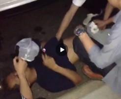 【Vine動画】ペニス丸出しで道路に寝込んで弄られまくる筋肉系男子の酔っ払い具合w