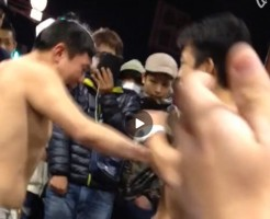 【Vine動画】野外露出&アブノーマルプレイ?w筋肉系男子たちがお互いの胸筋を叩いてるんだがw