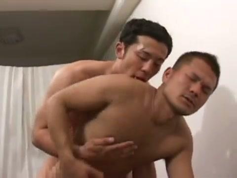 【ゲイ動画】筋肉系のラガーマンイケメン二人が練習の後に求めるようなアナルセックス!お互いのペニスやアナル、そしてマッチョボディを楽しむかのようにネットリ愛撫して…!