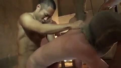 【ゲイ動画】一体何人のケツマ〇コを掘れば気が済むんだ…!?筋肉マッチョで坊主頭のやんちゃ系イケメンがオリにぶち込んでいた奴隷のアナルを軽く愛撫して速攻ぶち込みまくり!
