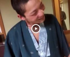 【Vine動画】浴衣を着た酔っ払い男子が包茎ペニスをシコシコされて…楽しそうだww