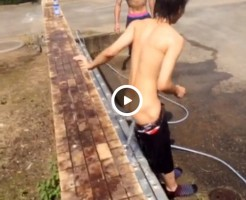 【Vine動画】美尻にホースの水をぶっかけて気持ちよさそうなスリムなジャニーズ系美少年w