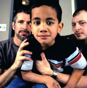 news-gay-parent-families-child-top