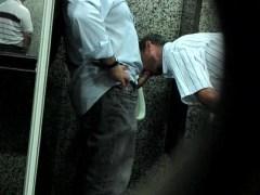 3 semanas atrás               Gays se chupando no banheiro público - http://gaysamadores.com.br