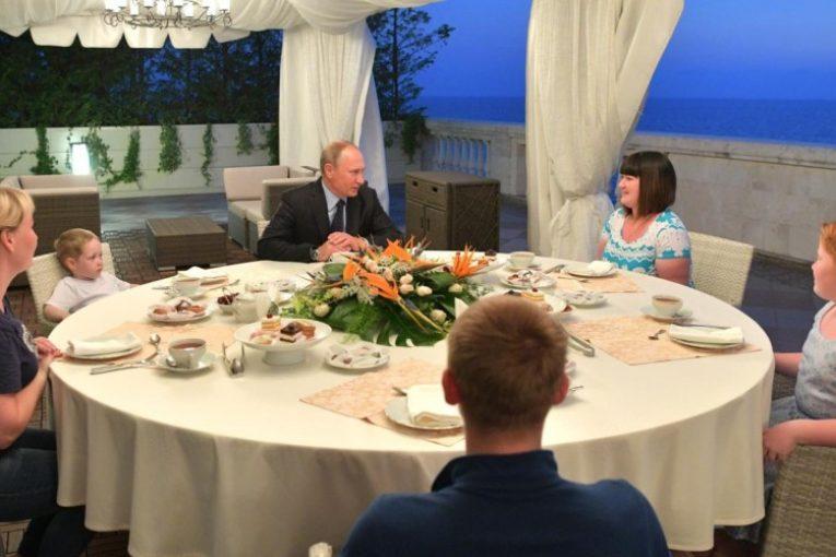 Владимир Путин сделал хороший подарок простой жительнице Ижевска