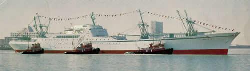 N/S Savannah with tugs