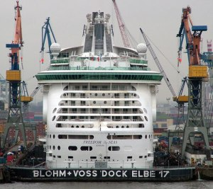 Construction of the Cruise Ship Freedom Of The Seas