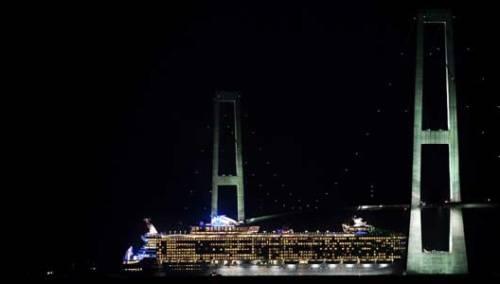 cruise-ship-feat